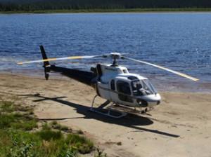 Helikopter transport og flyging av last og materialer til hytter