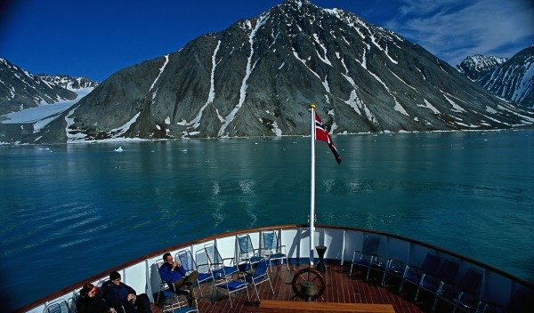Helicopter rides and sightseeing tours in Fjords of Norway