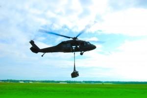 Helikopter transport hytte materialer lasteflyging