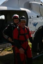 Tandemhopp fra Helikopter Inn i to motors helikopter før oppstart