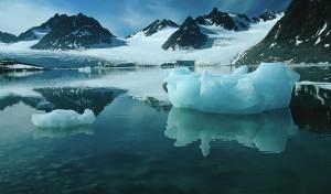 Helikopterleie og sightseeingturer over fjord, isbreer og fossefall
