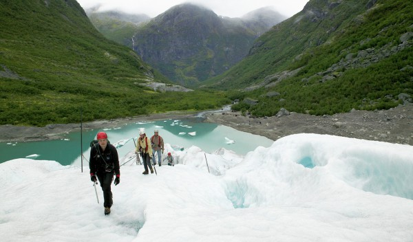 Helicopter tours over Glaciers in Norway Briksdalsbreen